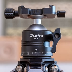 Leofoto LS223C tripod 4